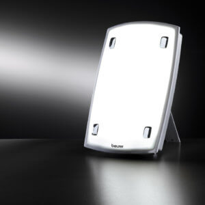 Beurer TL 60 Tageslichtlampe Lichtdusche für Lichttherapie | https://beurer.com/web/de/presse/bilderpool/bilderpool.php?id=5105 | Anwendung einer Tageslichtlampe